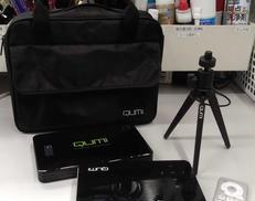 モバイルプロジェクター リモコン、三脚付き|QUMI