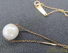 白色石付きネックレス|宝石付きネックレス
