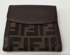 ズッカ柄二つ折りWホック財布|FENDI