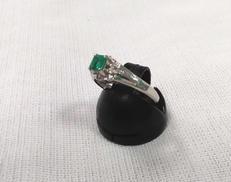 Pt900リング(グリーン石付き) 宝石付きリング
