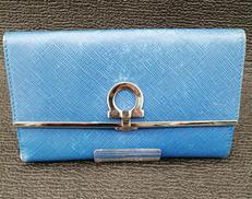 2つ折り財布(色:青) SALVATORE FERRAGAMO
