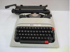 【ジャンク】タイプライター OLIVETTI