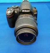 デジタル一眼レフカメラ レンズキット|NIKON
