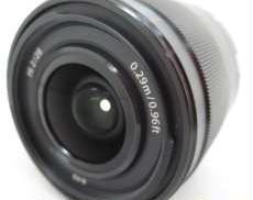 開放F値2.0の28mm広角単焦点レンズ。 SONY