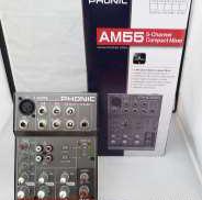 頑丈かつ小型設計のアナログミキサー|PHONIC