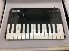 MIDIフィジカルコントローラー AKAI