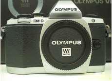 デジタルミラーレス一眼カメラ ダブルズームキット|OLYMPUS
