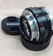 マイクロフォーサーズ用広角単焦点レンズ|VOIGTLANDER