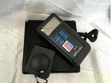 デジタル照度計 ~20000Lux セパレート型センサー|CUSTOM