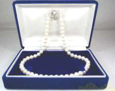 パールネックレス|宝石付きネックレス