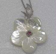 シェルネックレス|宝石付きネックレス