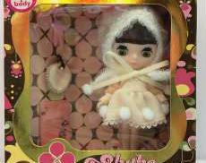お人形 TAKARA